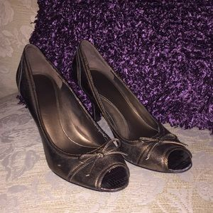 Bronze peep toe pump 3 inch heal